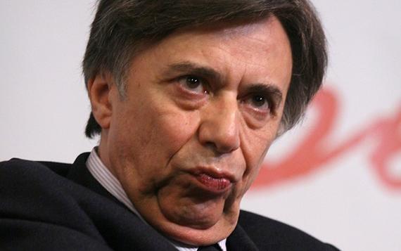 I grillini non sono più quelli di una volta: nessuno si è scandalizzato per l'ospitata di Carlo Freccero a Mediaset