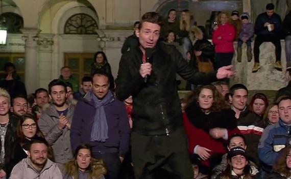 """Il ritorno del """"Karaoke"""" come contraltare alla """"piazza arrabbiata"""" dei talk show. Proprio come nel 1992"""
