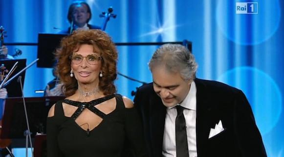 """Ascolti Tv: """"Andrea Bocelli: il mio cinema"""" al 21,97%, """"Senza identità 2"""" al 12,07%, """"Crozza nel paese delle meraviglie"""" al 7,22%."""