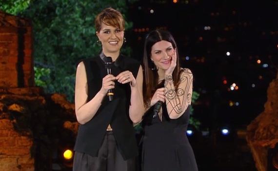 """Video – Laura Pausini e Paola Cortellesi: """"Su Rai 1 faremo un varietà classico"""""""