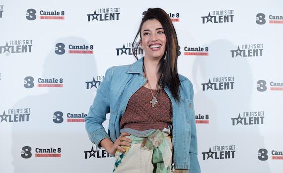 Video – Nina Zilli: Claudio Bisio è una mina vagante a Italia's Got Talent