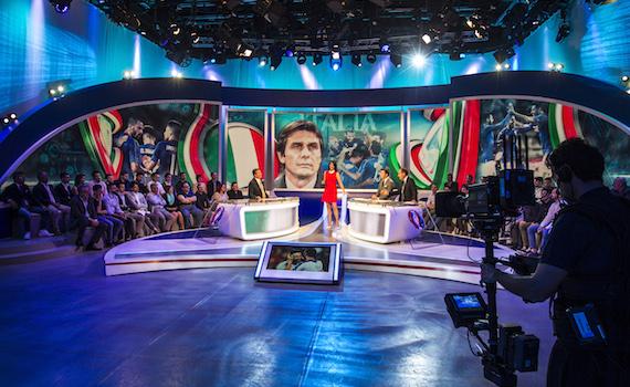 Euro 2016: la differenza di narrazione del calcio in tv tra Rai e Sky è abissale