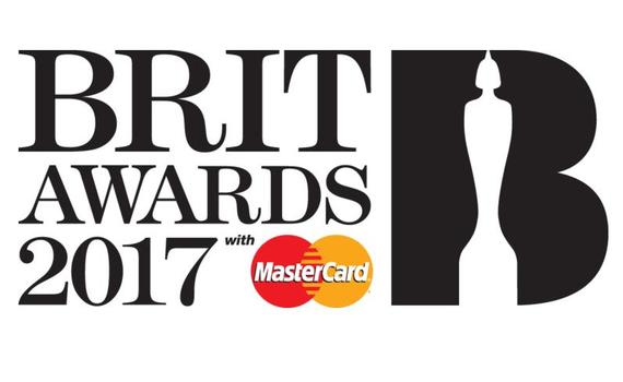 Brit Awards 2017: Chris Martin commemora George Michael