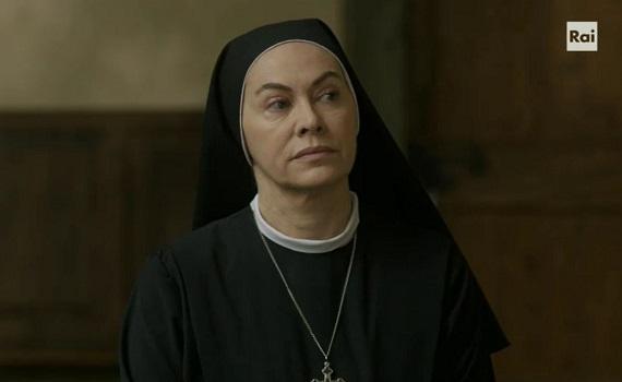 Elena Sofia Ricci: Suor Angela è rivoluzionaria