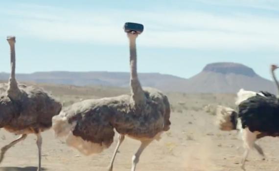 Spot Tv: Samsung parte ironico, ma finisce patetico