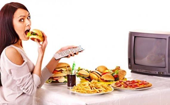 Usa: senza televisione a cena si mangia meno