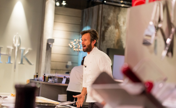 Tv8: Carlo Cracco torna nella cucina di Hell's Kitchen