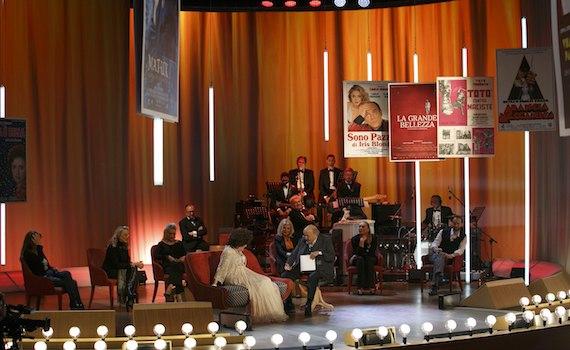 Iris festeggia con il Maurizio Costanzo Show e 10 capolavori