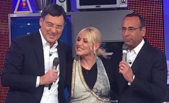 Fabrizio Frizzi a sorpresa in diretta dalla Clerici con Carlo Conti