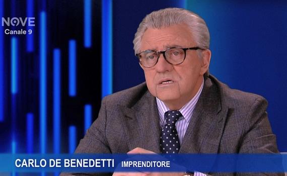 Maurizio Crozza è un irresistibile Carlo De Benedetti