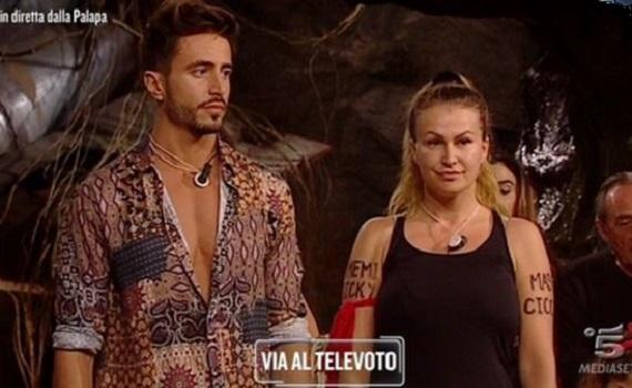 Ascolti Tv analisi 22 gennaio: Marcuzzi batte Marcuzzi. E Vittoria Puccini. Stabili Giacobbo e Iacona
