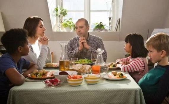 Ascolti Tv 8 gennaio tutti i dati: Quo vado? 6,2 milioni, Romanzo famigliare 5,6. Ok Giacobbo e Gruber