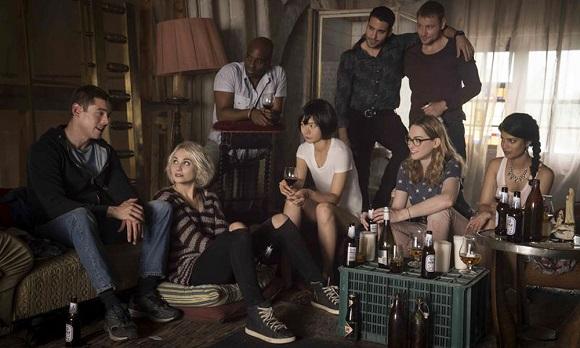 Da Sense8 alla seconda stagione di Glow: tutta la programmazione Netflix di giugno