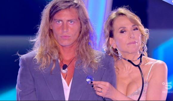 Ascolti tv analisi 4 giugno: Italia e Grande Fratello si dividono la serata. Tiene Report