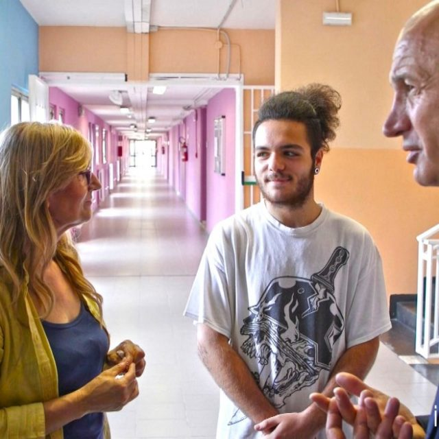 Raitre racconta la realtà tra i banchi delle scuole difficili e le corsie di un ospedale pediatrico