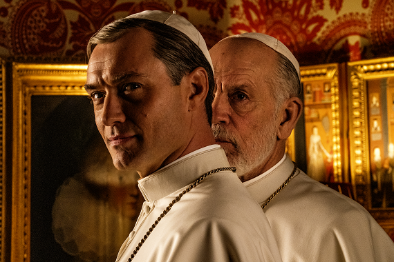 The New Pope: la prima immagine della serie con Jude Law e John Malkovich