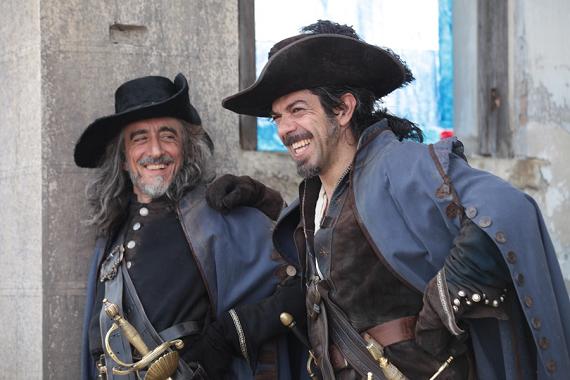 Invecchiati, ma divertenti e combattivi: i Moschettieri di Veronesi su Sky Cinema Uno