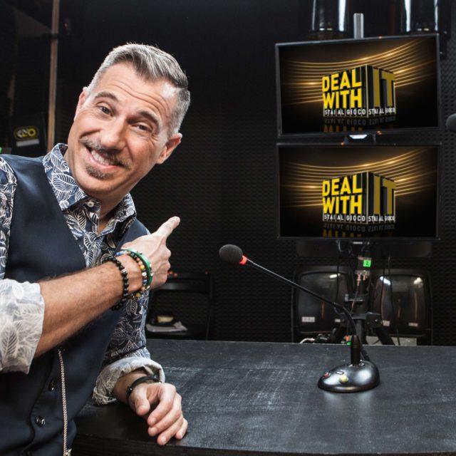 """Gabriele Corsi debutta questa sera in access prime time su Nove con """"Deal with it – Stai al gioco"""""""