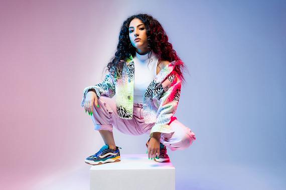 La giovane rapper Luna Melis alla guida di X Factor Daily