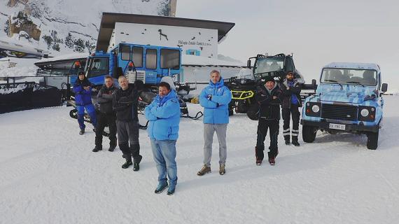 Come si gestisce un rifugio sulle piste più famose del mondo: su DMax arrivano I signori della neve