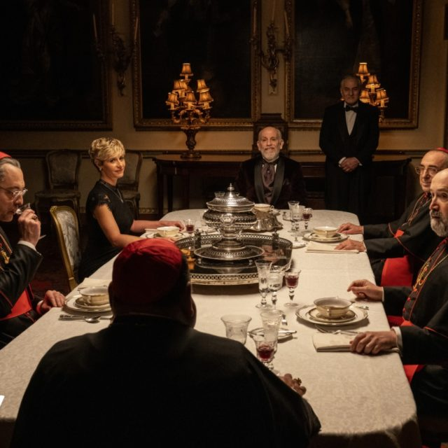 Stasera debutta su Sky l'attesa serie di Paolo Sorrentino The New Pope con John Malkovich e Jude Law