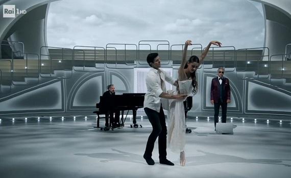 Ascolti Tv 1 gennaio tutti i dati: Danza con me 4,4 milioni, Qua la zampa! 2, Dirty Dancing 1,7, I Legnanesi 1,1