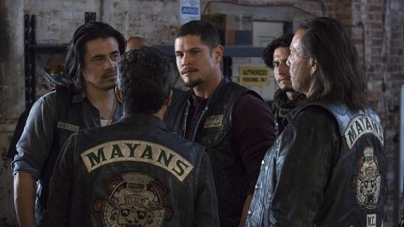 Sporchi, cattivi e bikers: su Fox tornano le gang di Mayans M.C.