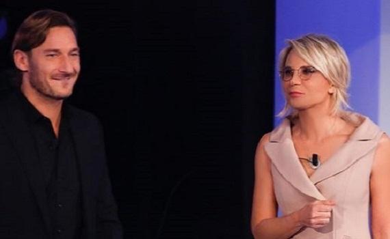 Ascolti Tv 22 febbraio: vince C'è posta per te con il 28,51%, Una storia da cantare al 13,73%
