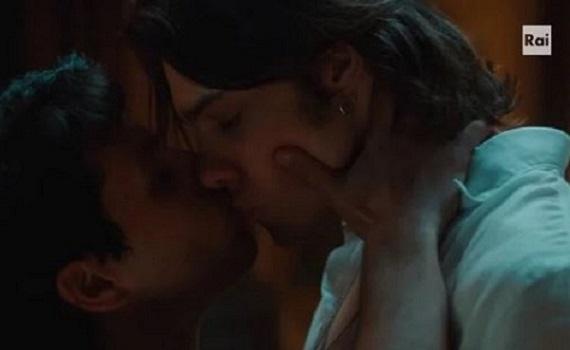 Ascolti tv analisi 14 maggio: Elena Sofia Ricci fa il botto col bacio gay, ma è autogol Canale5. Del Debbio (Salvini e Casamonica) stronca Formigli (Bonaccini e Gentiloni)