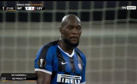 Ascolti tv 10 agosto: Riondino chiude bene. Inter (Tv8) batte Pieraccioni (Canale5) e Battiti (Ita1)