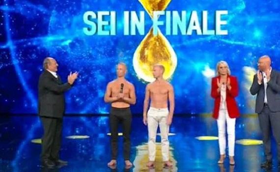 Ascolti Tv 24 ottobre: in quasi coprifuoco boom De Filippi, ma cresce pure Carlucci. Tozzi comincia col podio