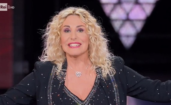 Ascolti tv 27 novembre: The Voice Senior infrange Il silenzio dell'acqua2. Poi boom per Crozza e altri beneficiati dal flop di Canale5
