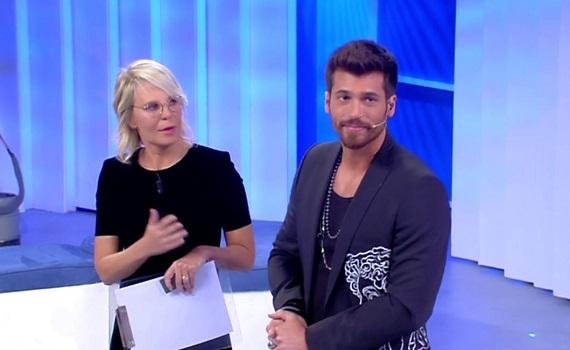 Ascolti Tv 23 gennaio: Maria De Filippi fa 6,5 milioni e stacca Carlo Conti. FBI batte Kung Fu Panda 3 e la scissione del Psi