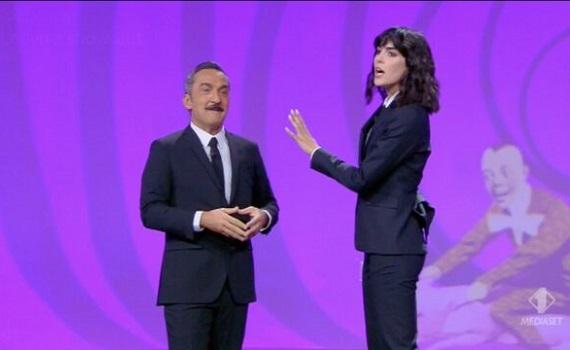 Ascolti Tv analisi 12 ottobre 2021: Marcorè vince facile su Di Caprio. Rai2 stavolta c'è, calano Le Iene e Berlinguer. Giordano rincorre Floris
